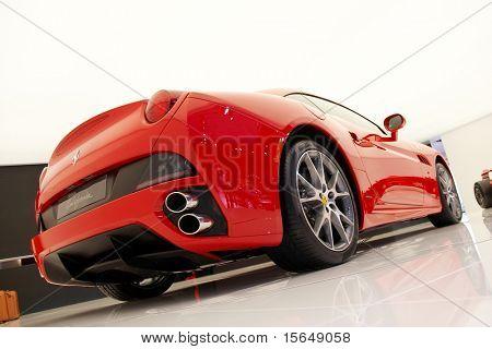 París, Francia - 02 de octubre: Paris Motor Show en el 02 de octubre de 2008, mostrando el Ferrari California, posterior v