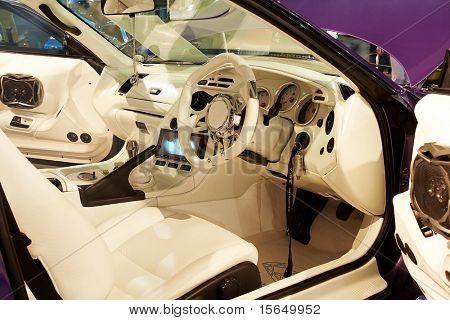 HELSINKI, Finlandia - 3 de octubre: X-Treme Car Show, mostrando el interior de sintonía 1994 Toyota Supra en Octo