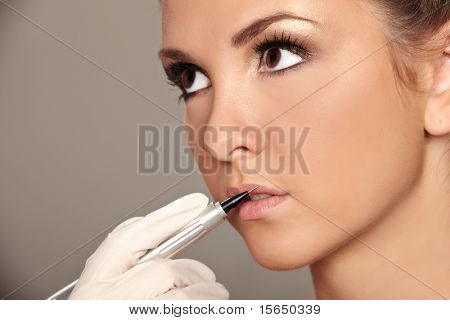 Professional permanent makeup applying