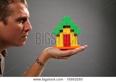 casa y retrato hombre