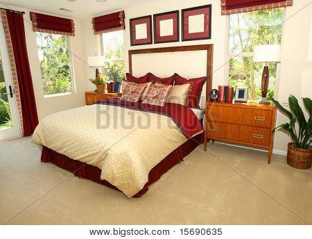 Elegante dormitorio en tonos rojos