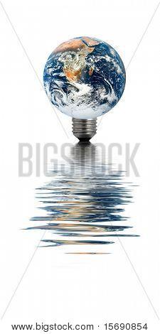 Erde mit einer Glühbirne Basis, was im Wasser
