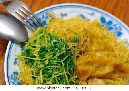 Healthy Vegetarian Dumpling Noodles