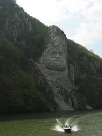 pic of decebal  - Statue of the Dacian king Decebal sculpted in rock - JPG