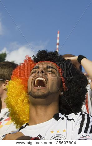 screaming fan with german wig