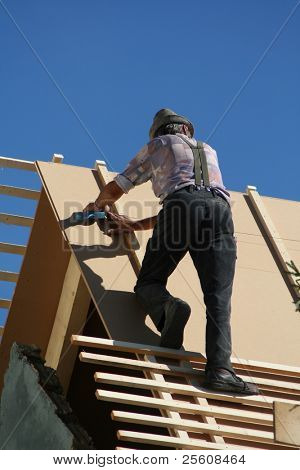 roofer with hat