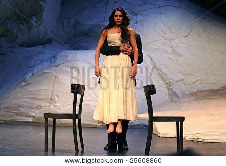 Mann und Frau Tanz-Künstler auf der Bühne während der Pina Bausch performance