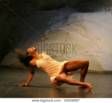 young black woman dancer during pina bausch performance