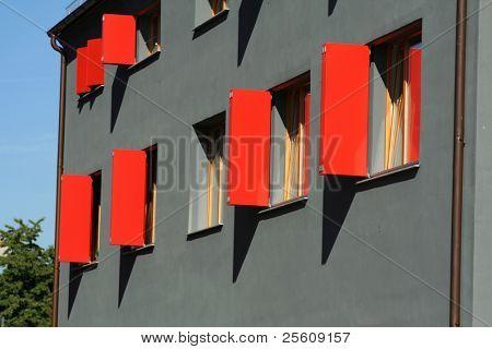 roten fensterl den auf grauen wand haus stockfotos stockbilder bigstock. Black Bedroom Furniture Sets. Home Design Ideas