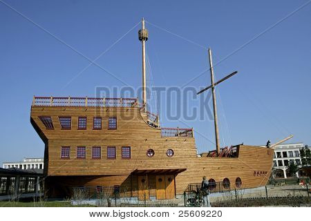 wooden galleon mast on blue sky