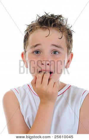 Retrato de un niño asustado