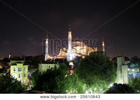 aya sofia basilica at night, sultanhamet, istanbul, turkey