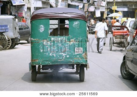 auto rickshaw on empty road, delhi, india