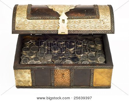 An open, arabic trunk filled with UAE Dirham coins.