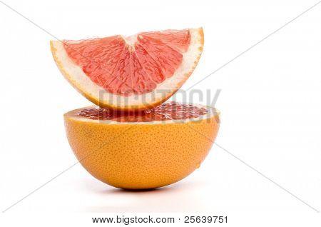 Apiladas rebanadas de fruta de la uva