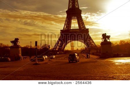 Eiffel Tower In Gorgeous Early Sunrise - Paris