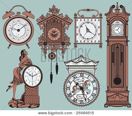 Un conjunto de elegantes relojes antiguos