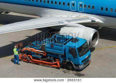 Refuel Plane