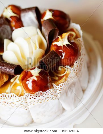 delicious cake with chokolate and caramel