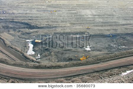 Dump of the coal mine and with-machine