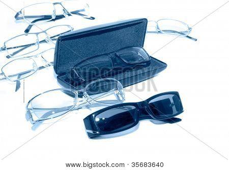 Gafas. En un aislamiento de fondo blanco.