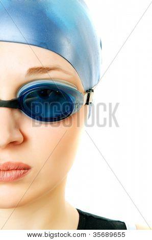 chica de gafas para piscina