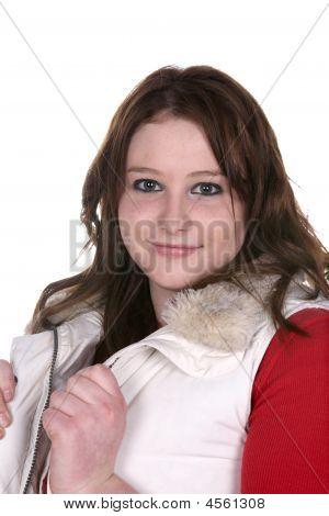 ziemlich Teenager-Mädchen in weißen Weste und red shirt