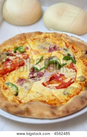 Fresh Deluxe Pizza