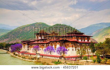 Pumakha Dzong