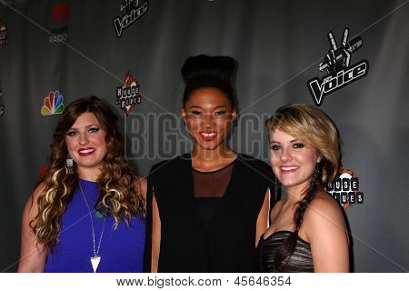 LOS ANGELES - MAY 8:  Sarah Simmons, Judith Hill, Amber Carrington arrive at