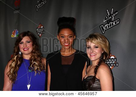 LOS ANGELES - MAY 8:  Sarah Simmons, Judith Hill, Amber Carrington arrives at