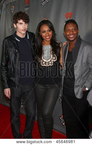 LOS ANGELES - MAY 8:  Garrett Gardner, Sasha Allen, Kris Thomas arrive at