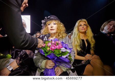 MOSCOW - APR 4: STV correspondent interviews Alla Pugacheva - Soviet and Russian musical performer  in Gostiny Dvor at 27th season of Volvo Fashion Week, April 4, 2012, Moscow, Russia.