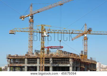 Grúas torre en construcción