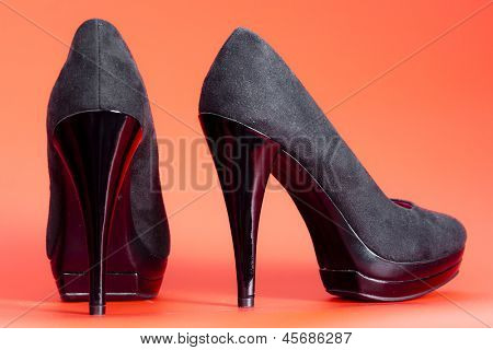 platform black pumps