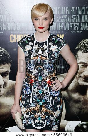"""NEW YORK-DEC 16: Actress Elizabeth Olin attends the world premiere of """"Grudge Match"""" at the Ziegfeld Theatre on December 16, 2013 in New York City."""