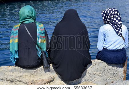 Muslim veiled women