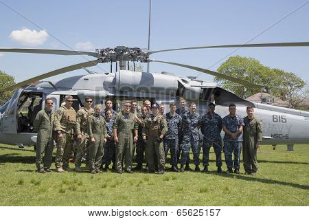 MH-60S helicopter from Helicopter Sea Combat Squadron Five with US Navy EOD during Fleet Week 2014