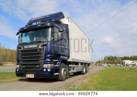 Blue Scania R500 V8 Truck
