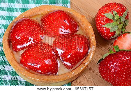 Cake from a shortcake dough with strawberry