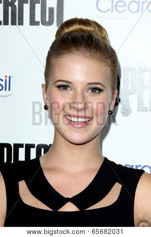 LOS ANGELES - SEP 24:  Caroline Sunshine arrives at the