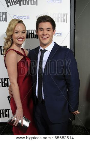 LOS ANGELES - SEP 24:  Kelley Jakle, Adam DeVine arrives at the