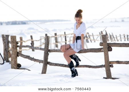 Beautiful Fashion Mode In Winter