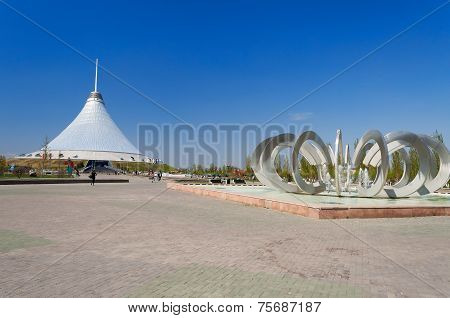 Khan Shatyr Is A Giant Transparent Tent And Fountain Horseshoe And Wheel In Astana