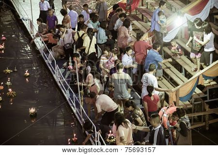 People Around  Loi Krathong Festival  In Thailand
