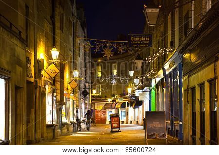 CAMBRIDGE, UK - JANUARY 18, 2015: King passage in the night