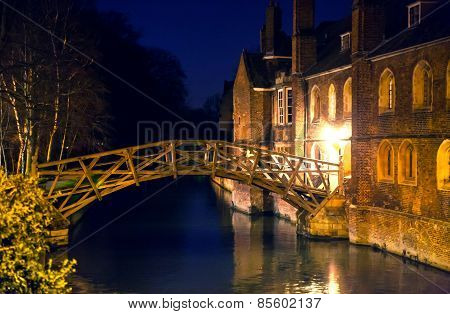 CAMBRIDGE, UK - JANUARY 18, 2015: river Cam and old college buildings in the night