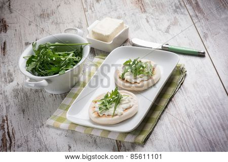 tigelle with stracchino and arugula