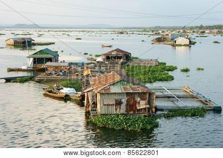 Asian Aquaculture, La Nga River, Floating House