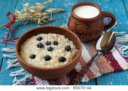 Oatmeal With Blueberries And Milk